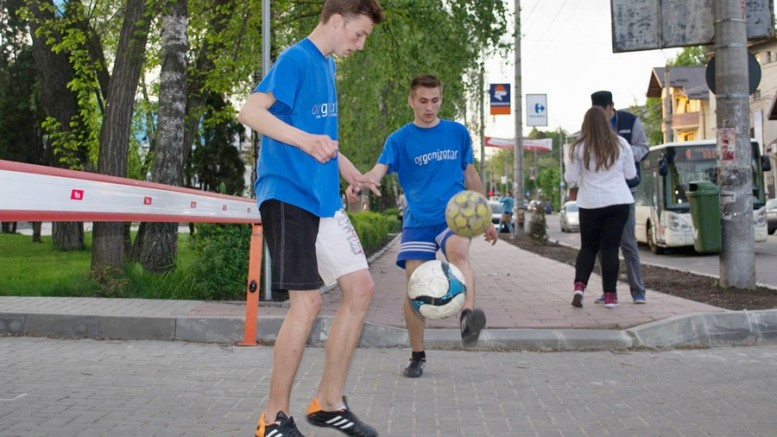 flashmob freestyle football cupa cartierelor