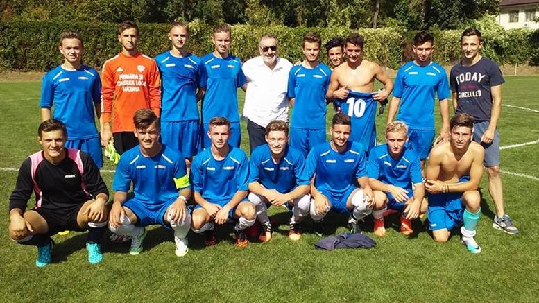 Juniorii A de la LPS Suceava, alături de Vasile Simionaş