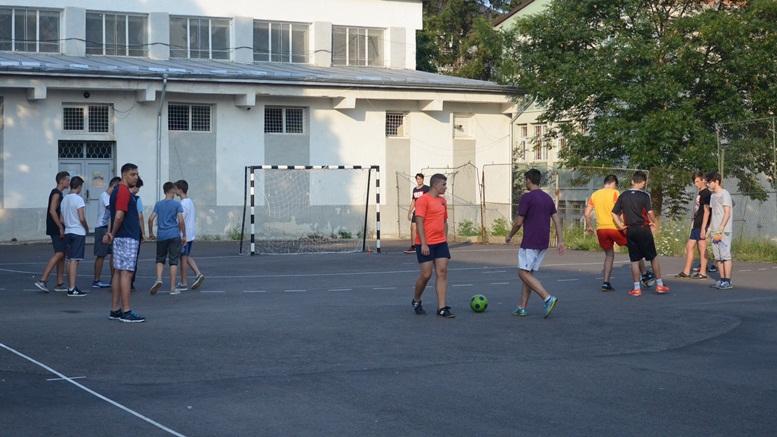 fotbal teren curtea scolii Petru 1