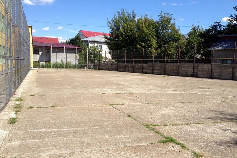 Teren fără porți de fotbal sau panouri de baschet, deschis publicului la Colegiul Național Mihai Eminescu Suceava